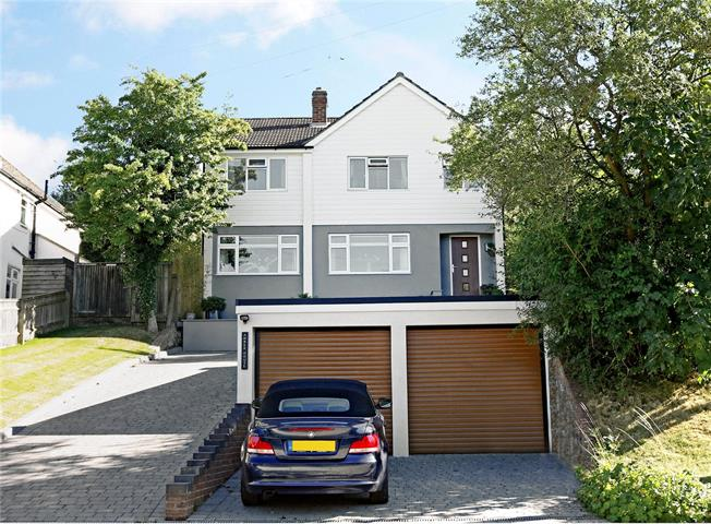 Guide Price £749,950, 4 Bedroom Detached House For Sale in Great Missenden, HP16