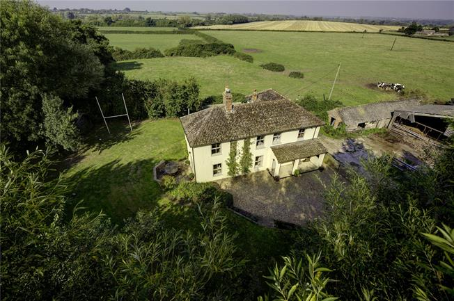 Guide Price £695,000, 4 Bedroom Detached House For Sale in Oving, HP22