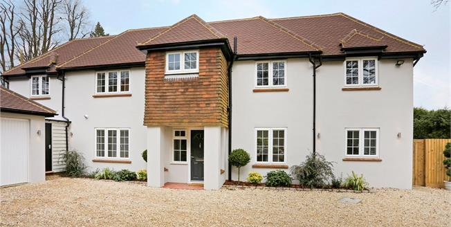 Guide Price £1,195,000, 4 Bedroom Detached House For Sale in Great Missenden, Buckingh, HP16