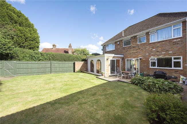 Guide Price £895,000, 4 Bedroom Detached House For Sale in Naphill, HP14
