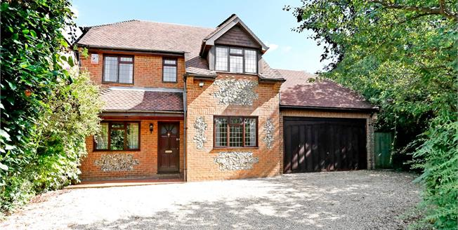 Guide Price £650,000, 4 Bedroom Detached House For Sale in Buckinghamshire, HP15