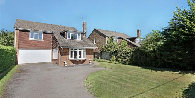 Guide Price £750,000, 5 Bedroom Detached House For Sale in Naphill, HP14