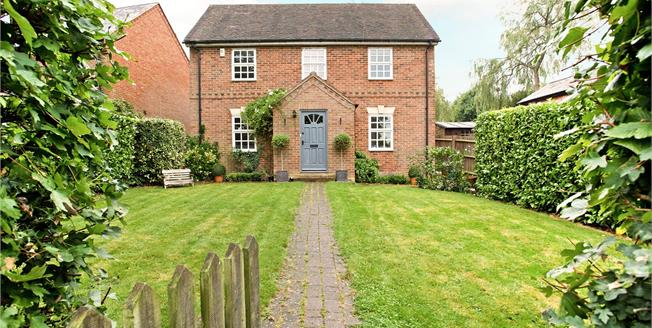 Guide Price £625,000, 4 Bedroom Detached House For Sale in Milton Keynes, MK17