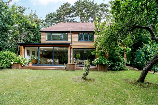 Guide Price £1,075,000, 4 Bedroom Detached House For Sale in Great Missenden, Buckingh, HP16