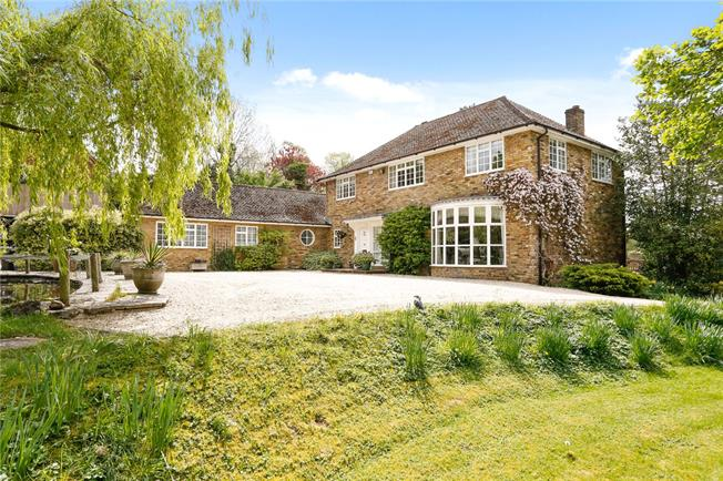 Guide Price £1,395,000, 5 Bedroom Detached House For Sale in Monks Risborough, HP27