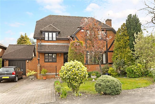 Guide Price £750,000, 4 Bedroom Detached House For Sale in Princes Risborough, HP27