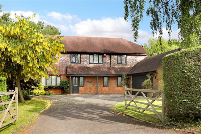 Guide Price £1,250,000, 5 Bedroom Detached House For Sale in Buckinghamshire, HP16