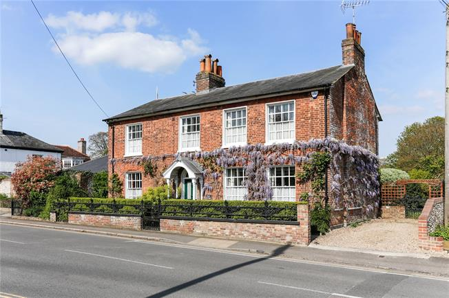 Guide Price £1,100,000, 4 Bedroom Detached House For Sale in Buckinghamshire, HP16