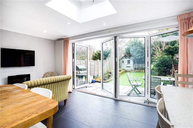 Guide Price £599,950, 4 Bedroom Terraced House For Sale in Buckinghamshire, HP16