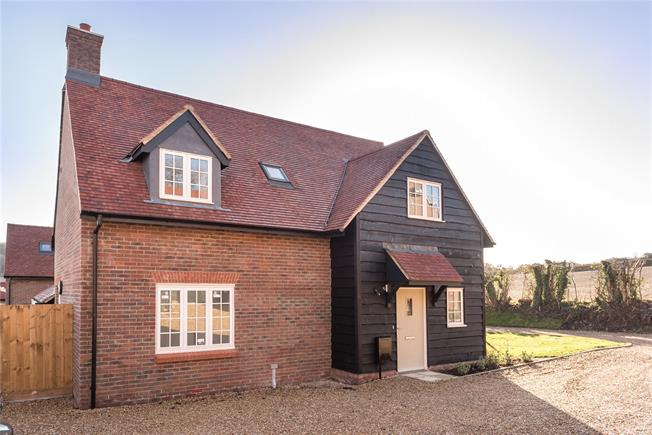 Asking Price £595,000, 3 Bedroom Detached House For Sale in Saunderton, HP14