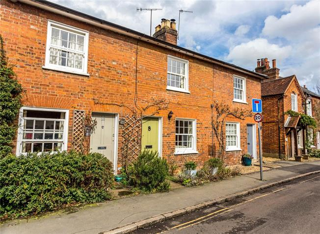 Guide Price £485,000, 2 Bedroom Terraced House For Sale in Buckinghamshire, HP16