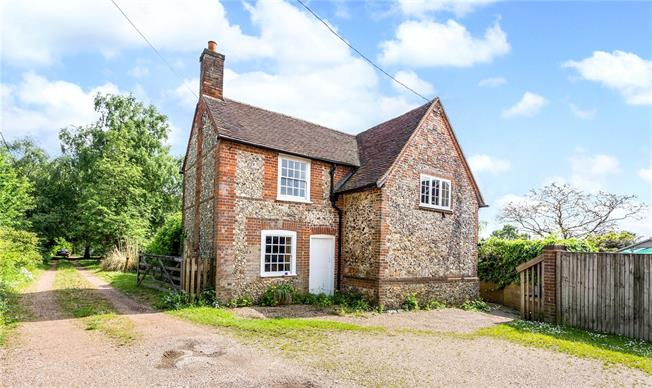 Guide Price £795,000, 4 Bedroom Detached House For Sale in Speen, HP27