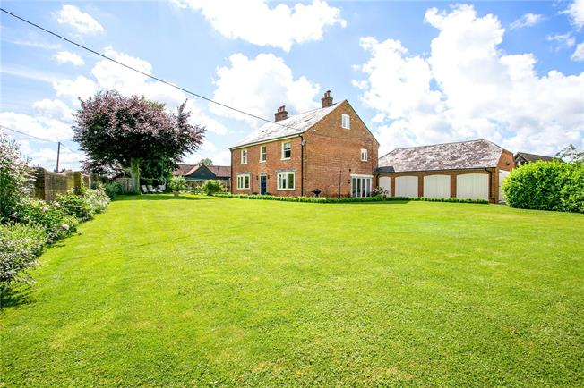 Guide Price £1,100,000, 6 Bedroom Detached House For Sale in Aylesbury, Buckinghamshir, HP17