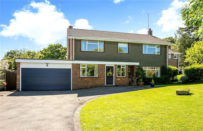 Guide Price £799,950, 4 Bedroom Detached House For Sale in Great Missenden, Buckingh, HP16