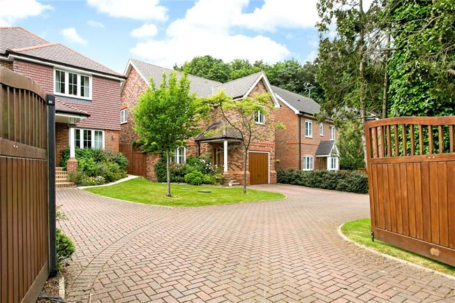 Guide Price £735,000, 4 Bedroom Detached House For Sale in Hazlemere, HP15
