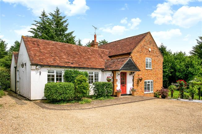 Guide Price £899,950, 3 Bedroom Detached House For Sale in Buckinghamshire, HP27