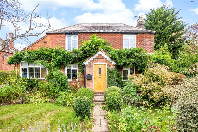 Guide Price £940,000, 4 Bedroom Detached House For Sale in Prestwood, HP16