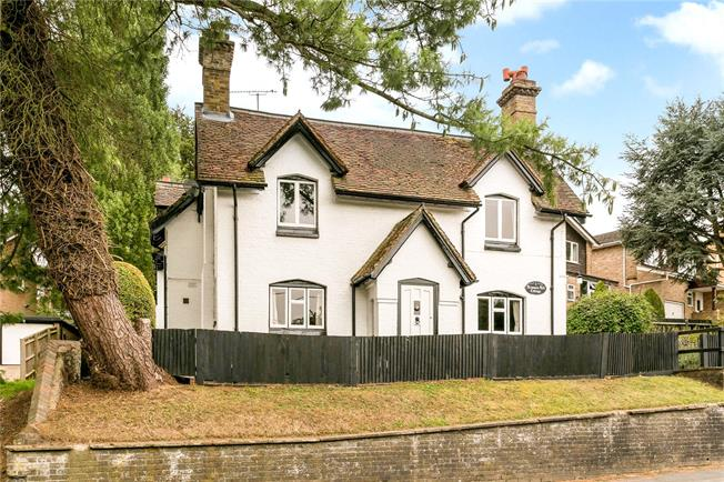 Guide Price £675,000, 4 Bedroom Detached House For Sale in Buckinghamshire, HP15