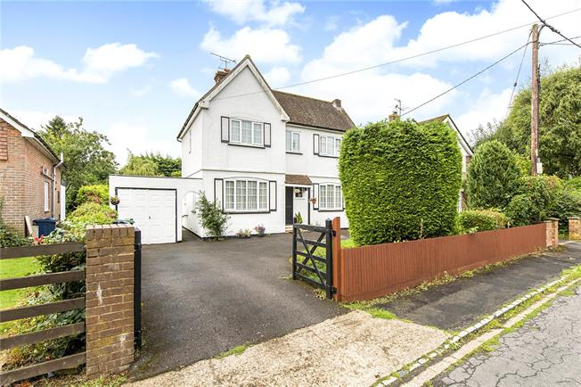 Guide Price £645,000, 4 Bedroom Detached House For Sale in Prestwood, HP16