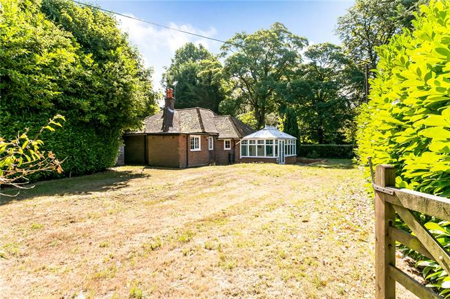 Guide Price £795,000, 2 Bedroom Bungalow For Sale in Cryers Hill, HP15