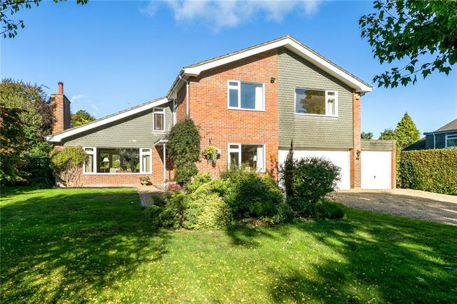 Guide Price £1,075,000, 5 Bedroom Detached House For Sale in Great Missenden, HP16