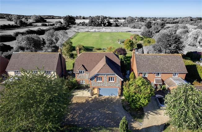 Guide Price £875,000, 5 Bedroom Detached House For Sale in Aylesbury, HP22