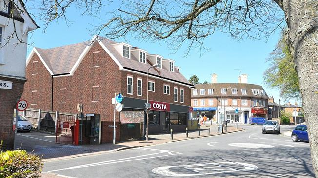 Asking Price £300,000, 1 Bedroom Flat For Sale in Great Missenden, HP16