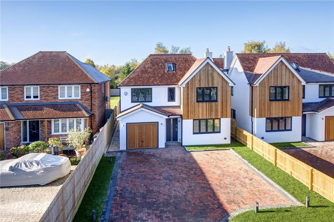 Guide Price £950,000, 5 Bedroom Detached House For Sale in Chinnor, OX39