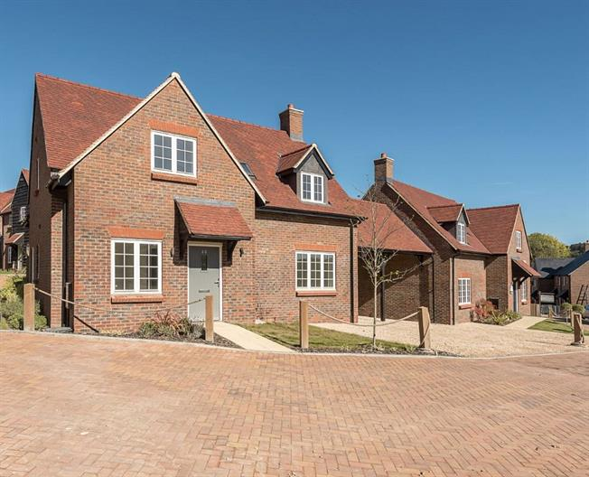 Asking Price £560,000, 3 Bedroom Detached House For Sale in High Wycombe, Buckinghams, HP14
