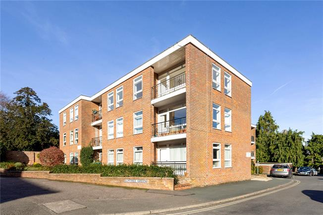 Guide Price £335,000, 2 Bedroom Flat For Sale in Great Missenden, HP16