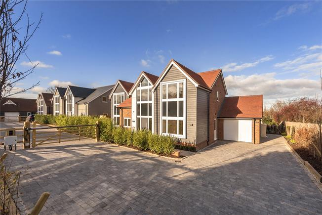 Asking Price £1,125,000, 5 Bedroom Detached House For Sale in Buckinghamshire, HP18