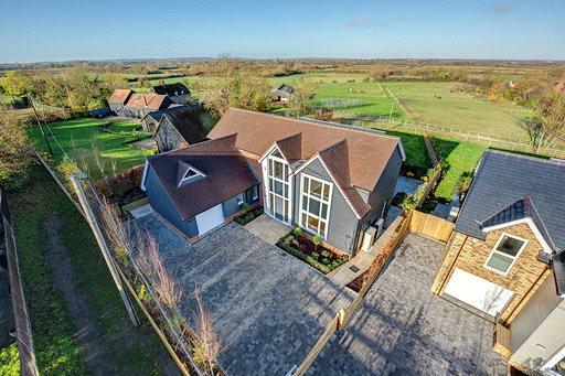 Asking Price £1,195,000, 4 Bedroom Detached House For Sale in Shabbington, HP18