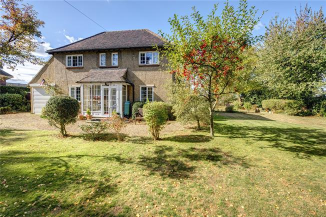 Guide Price £849,950, 3 Bedroom Detached House For Sale in Great Missenden, HP16