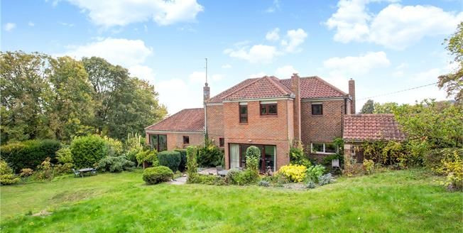 Guide Price £1,100,000, 4 Bedroom Detached House For Sale in Whiteleaf, HP27