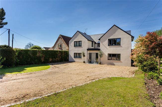 Guide Price £1,250,000, 5 Bedroom Detached House For Sale in Lee Common, HP16