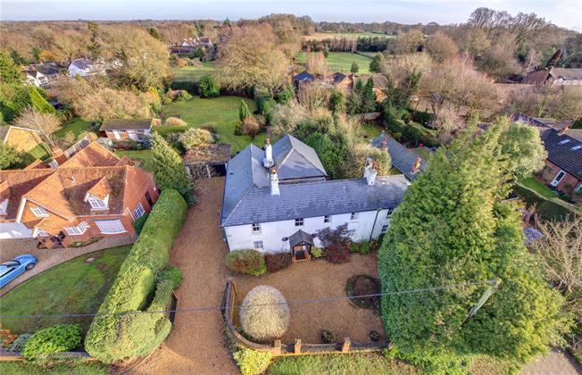 Guide Price £999,950, 5 Bedroom Detached House For Sale in Ballinger, HP16