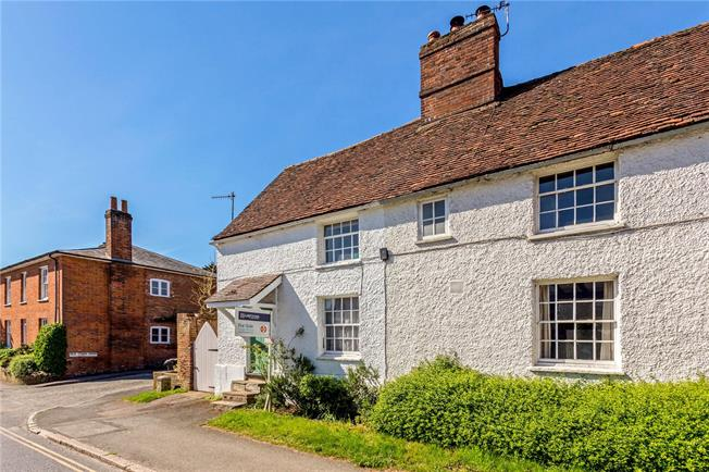 Guide Price £475,000, 3 Bedroom Semi Detached House For Sale in Great Missenden, HP16