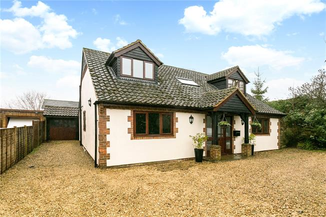Guide Price £695,000, 4 Bedroom Detached House For Sale in High Wycombe, Buckinghams, HP15