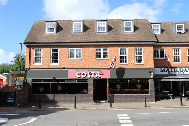 Asking Price £450,000, 2 Bedroom Flat For Sale in Buckinghamshire, HP16