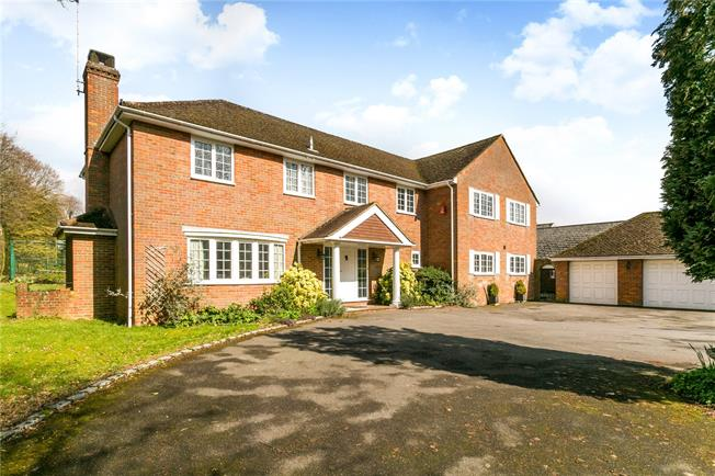 Guide Price £1,450,000, 5 Bedroom Detached House For Sale in Great Missenden, HP16