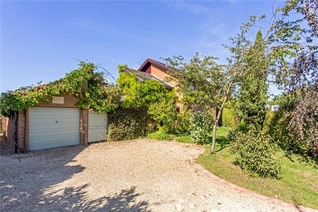 Guide Price £575,000, 3 Bedroom Detached House For Sale in Great Kimble, HP17