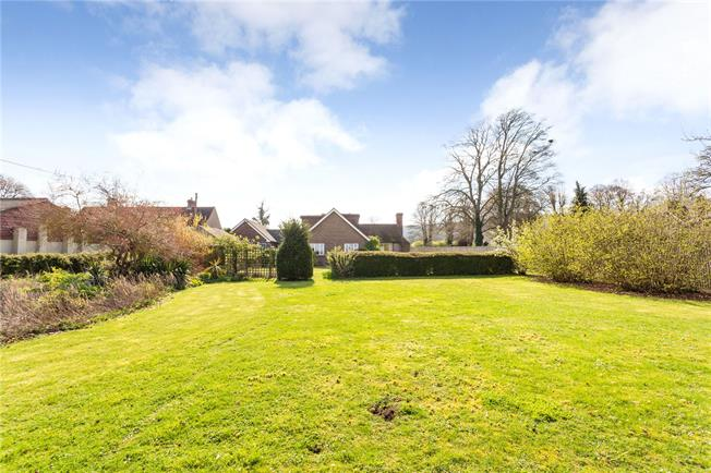Guide Price £750,000, 5 Bedroom Bungalow For Sale in Aston Rowant, OX49