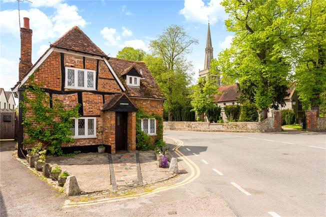 Guide Price £425,000, 2 Bedroom Detached House For Sale in Buckinghamshire, HP27