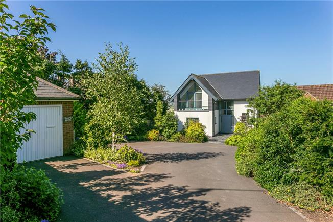 Guide Price £899,999, 4 Bedroom Detached House For Sale in Princes Risborough, HP27