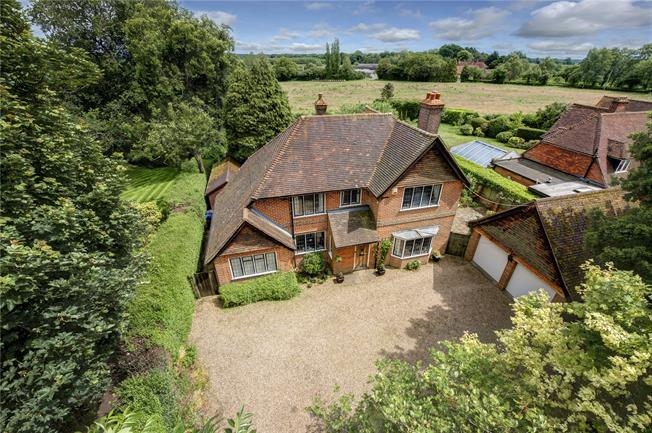 Guide Price £895,000, 4 Bedroom Detached House For Sale in Prestwood, HP16