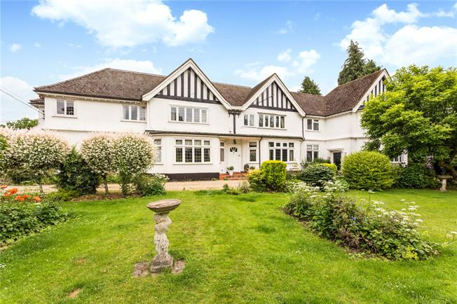 Offers in excess of £250,000, 2 Bedroom Flat For Sale in Great Missenden, Buckingh, HP16