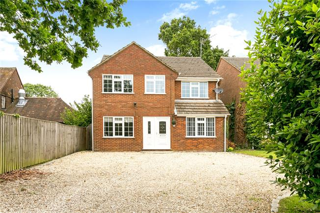 Guide Price £699,950, 4 Bedroom Detached House For Sale in High Wycombe, Buckinghams, HP15