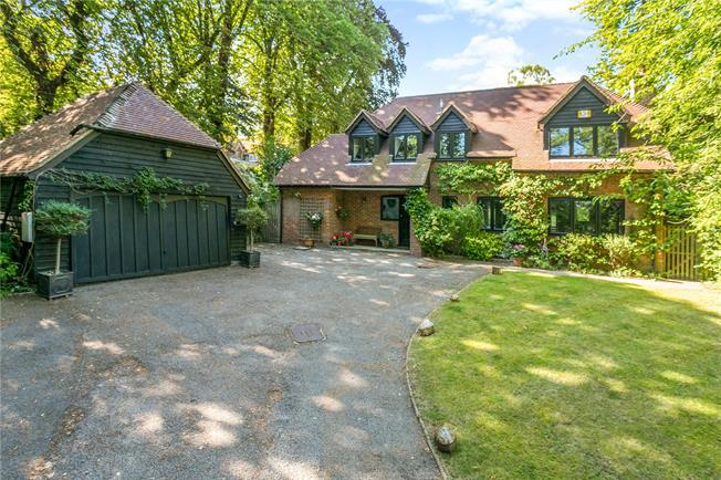 Offers in excess of £999,950, 4 Bedroom Detached House For Sale in Princes Risborough, Bucki, HP27