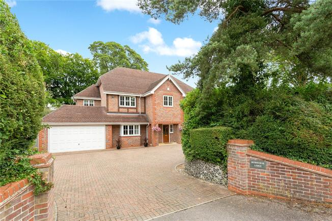 Guide Price £1,375,000, 6 Bedroom Detached House For Sale in Great Missenden, Buckingh, HP16