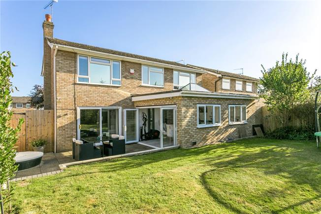 Guide Price £770,000, 4 Bedroom Detached House For Sale in Holmer Green, HP15
